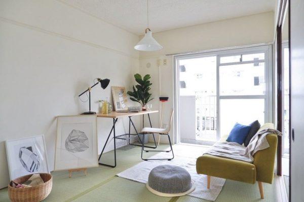 畳に北欧風家具を置くリビングインテリア