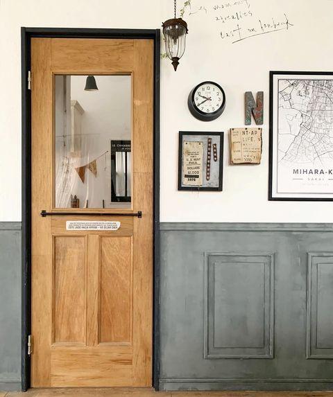 扉横をデコレーションした空間