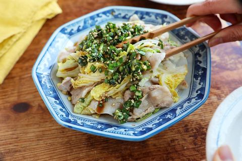 豚バラ白菜の重ね蒸しのニラだれソースがけ