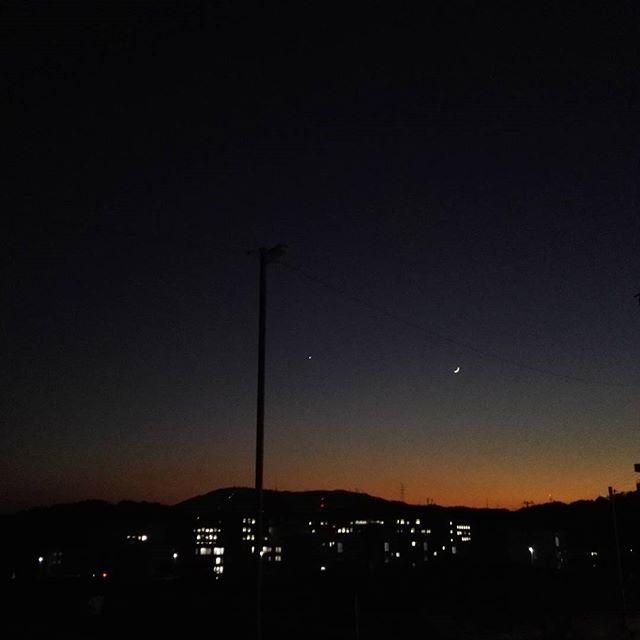 月のつく熟語「黄昏月」
