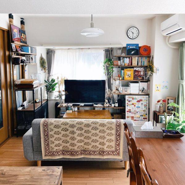 ソファで空間を仕切る家具レイアウト例