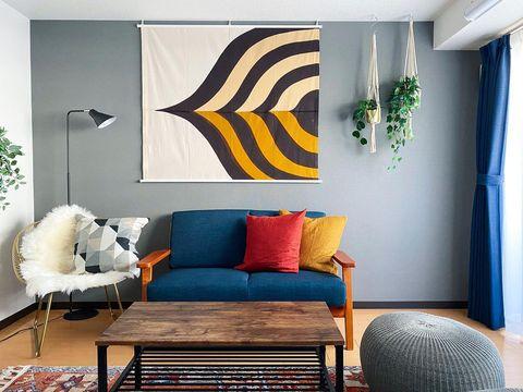 ソファ背面のファブリックポスターの飾り方