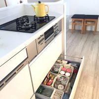 《100均》キッチンの引き出し収納術をご紹介。かさばらずに出し入れしやすい方法