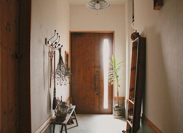 ベンチ×壁付けフックが可愛い玄関