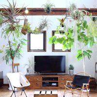 大人可愛いリビングインテリアを拝見。おしゃれな家具や照明で素敵なお部屋に