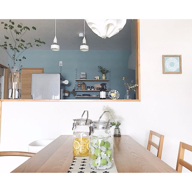 壁紙×エコカラットのあるおしゃれなお部屋