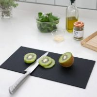 ちょこっと料理に便利な「まな板」。軽くて使いやすいキッチンアイテム!