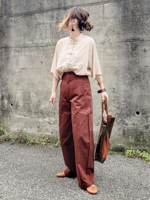 チャイナシャツ×茶色ワイドパンツコーデ