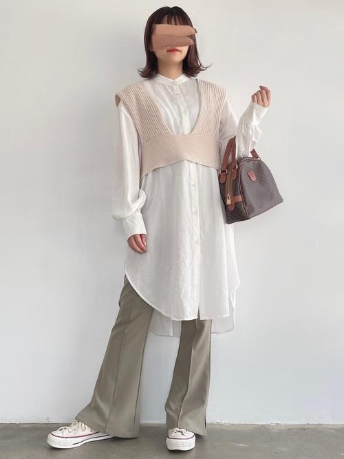 ロングシャツ×クロップド丈ベストコーデ