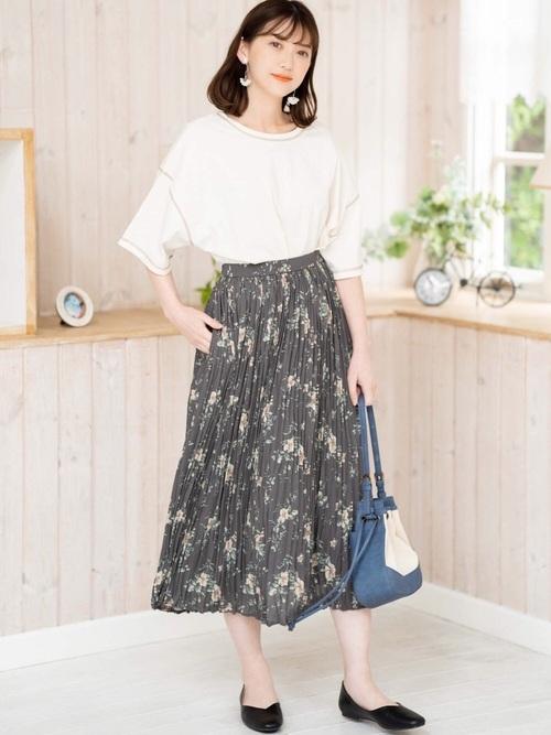しまむらの花柄プリーツスカート