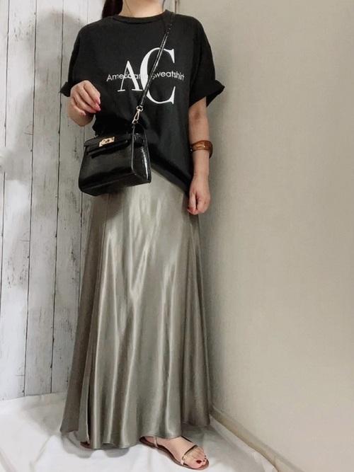 ZARAのサテンスカート