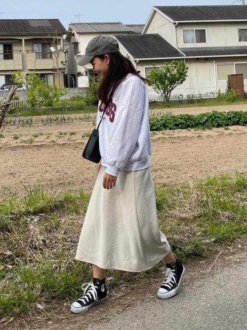 ユニクロ白スカート