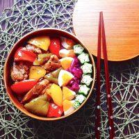 ご飯がすすむ鶏肉の炒め物レシピ集。和〜洋まで飽きがこない美味しい味付けをご紹介