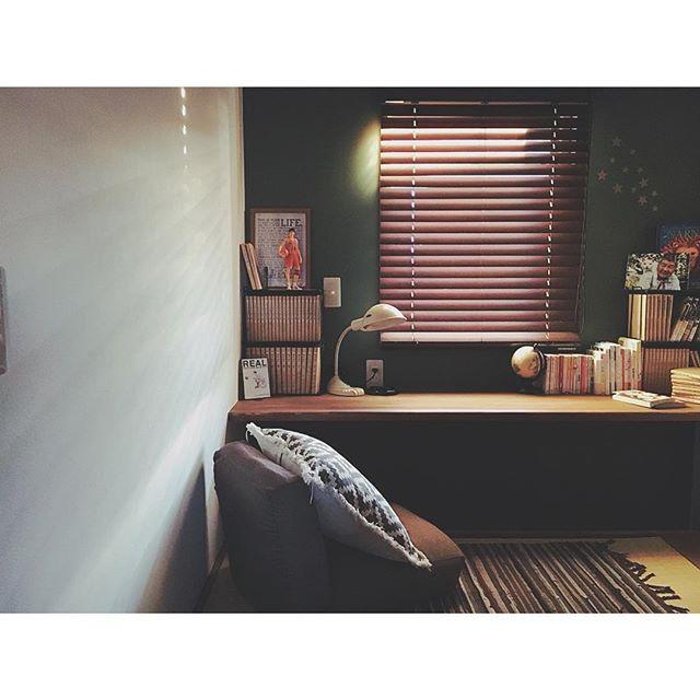 グリーンのレトロな雰囲気の書斎