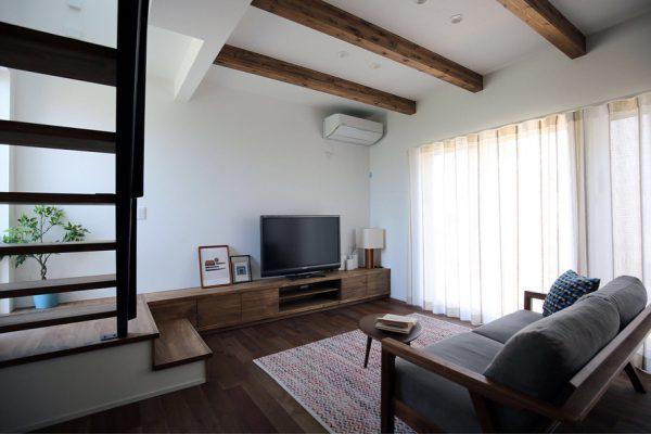 無垢材で家具も統一した可愛いリビング