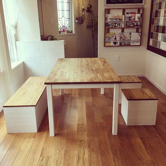 収納付きベンチのテーブル下アイデア