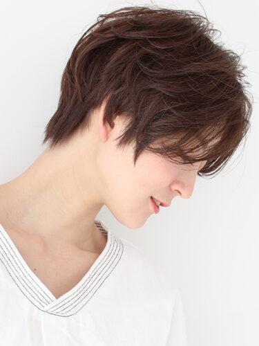 自然な雰囲気の前髪なしベリーショート