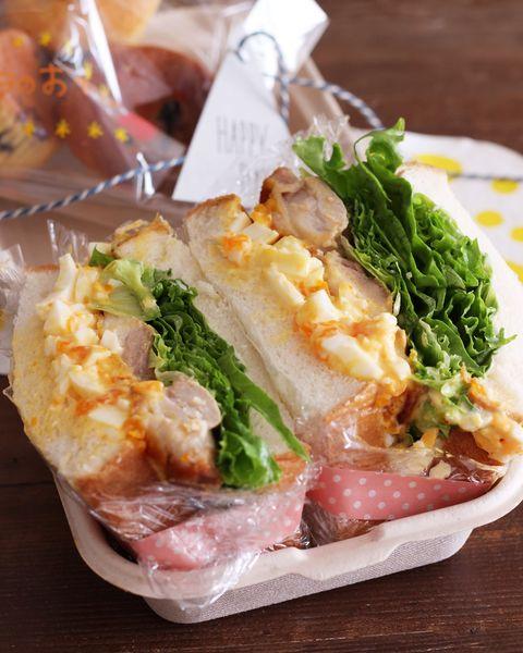 サンドイッチ、照り焼きチキン、卵サラダ、レタス、お弁当、