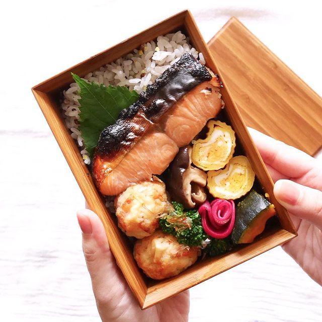 和風のお弁当に!塩麹漬け鮭ののっけ弁当