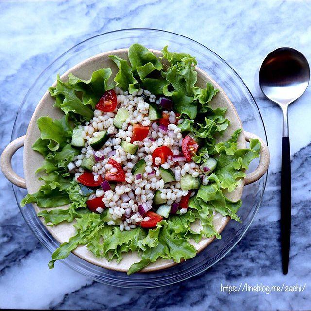 食感◎でお腹大満足♡もち麦サラダレシピ