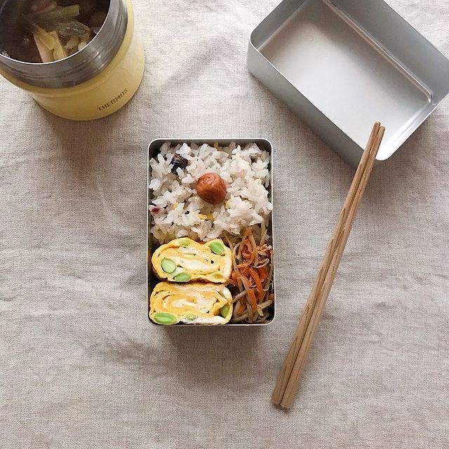 小松菜となすとしめじのごま味噌汁