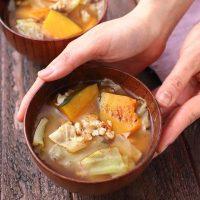 野菜たっぷりの美味しいお味噌汁レシピ15選。簡単にほっとできる腹ごしらえ