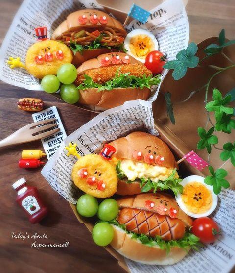 ロールパン、サンドイッチ、お弁当、ナゲット、マスカット、ゆで卵、ウィンナー、ミニトマト。
