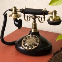 インテリアに馴染むおしゃれな電話機16選。個性あるデザインからお気に入りを探そう