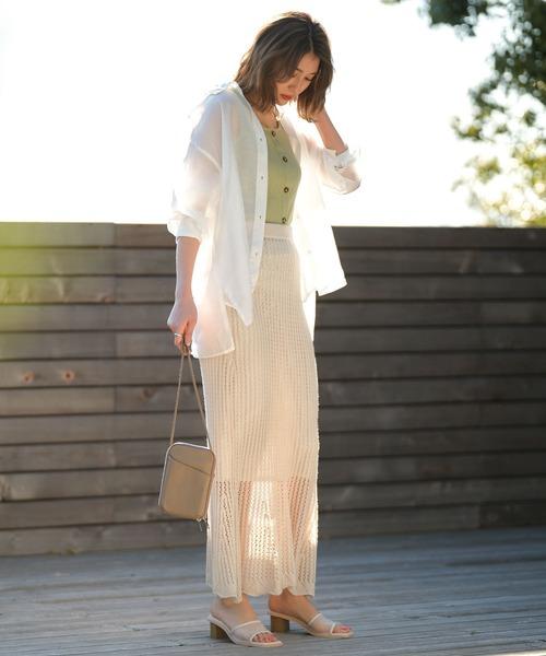 白シースルーブラウス×ベージュスカート