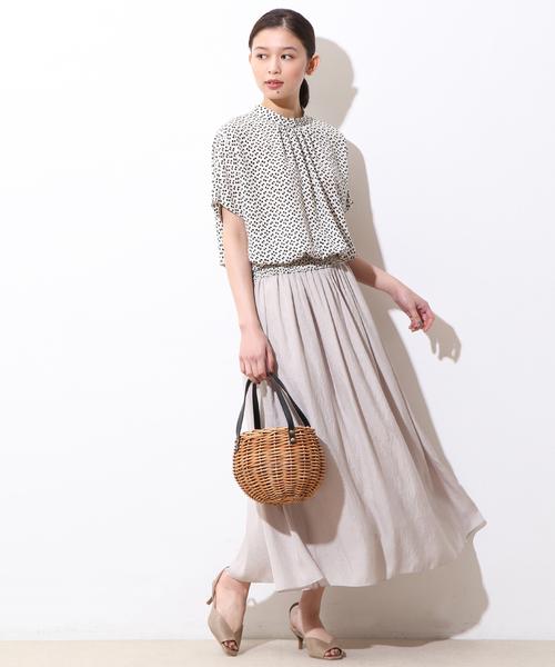 白リーフ柄ブラウス×ロングスカートの夏コーデ