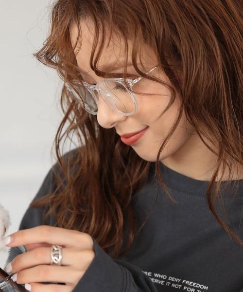 クリアフレームが透明感を醸し出す人気メガネ