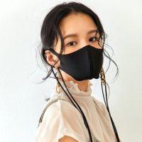 黒マスクの人気コーデ20選。マスクの色と相性の良いおしゃれな大人の合わせ方