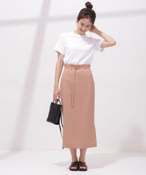 お団子ヘア×Tシャツ×カラースカート