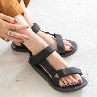 サンダル×靴下の上手な組み合わせ方って?夏のおしゃれ見えが叶う着こなしテク