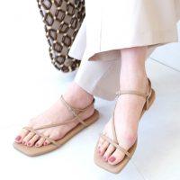一足は持ちたいベージュサンダルの夏コーデ。着こなしの幅を広げる人気デザインって?