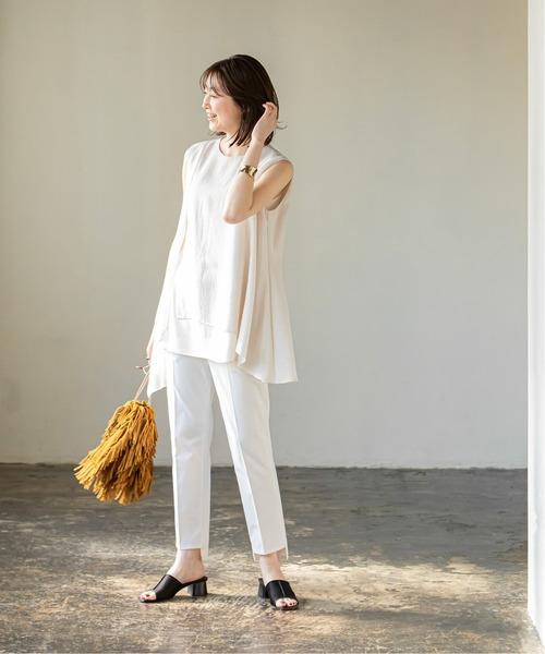 白シースルーブラウス×白パンツ