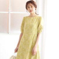 黄色ワンピースの夏らしい着こなし方。アクセントカラーを上手に使った正解コーデ