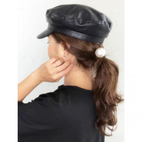 帽子と合わせるオールバック×ポニーテール