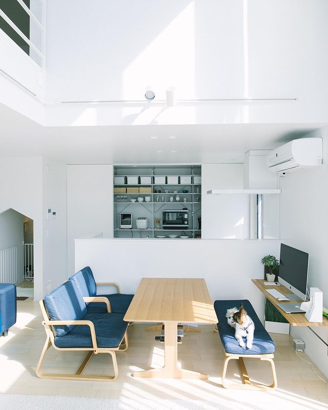 リビング空間を活用したおしゃれな書斎