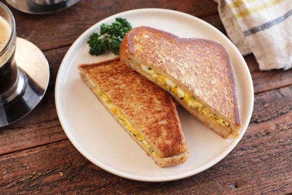 フライパンでお手軽!ホット卵サンドレシピ