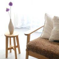 素朴で昔懐かしい「丸椅子」。インテリアにも休息感を与えてくれる!