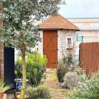 植木で玄関まわりをおしゃれに演出。お家に合うおすすめのシンボルツリーをご紹介