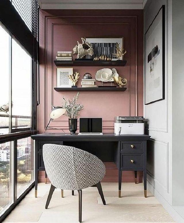 ピンク×モノトーンの書斎