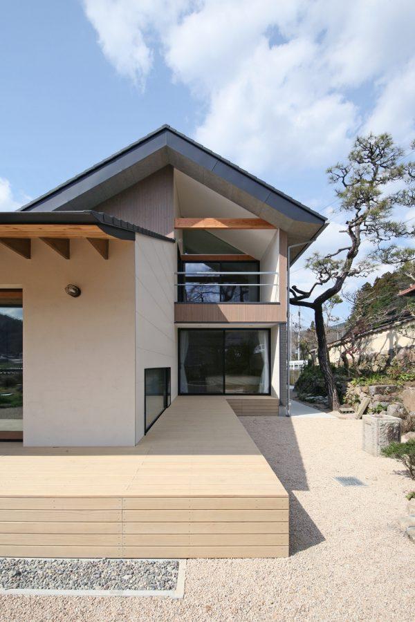 和モダン住宅のシンプルモダンな庭作り方法