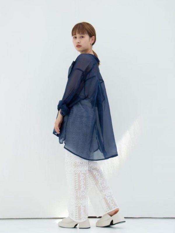 +シアーシャツの大人レディース夏コーデ