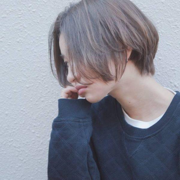 40代髪色アッシュベージュ×ルーズボブ