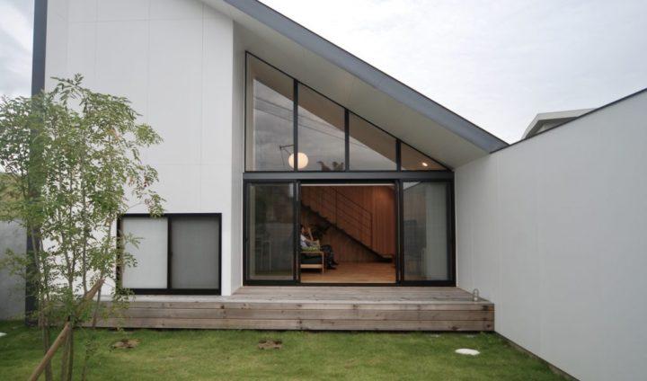 シンプルモダン住宅のおしゃれな庭デザイン