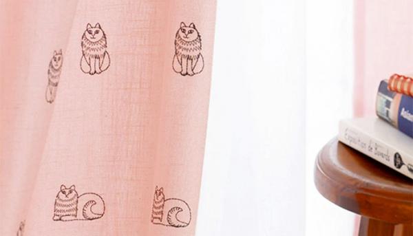 ラフに仕上げたスケッチねこたちを刺繍で表現