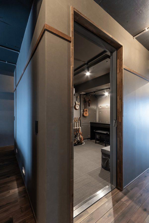 いつでも思いきりギターが弾ける部屋を住まいの中心に