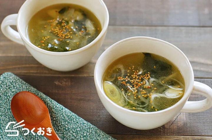 簡単レシピ♪わかめと長ねぎのスープ